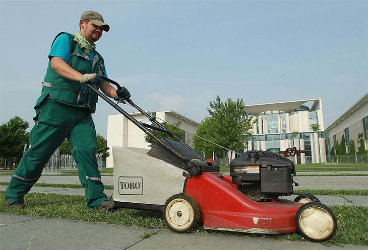 best petrol lawn mower for small garden