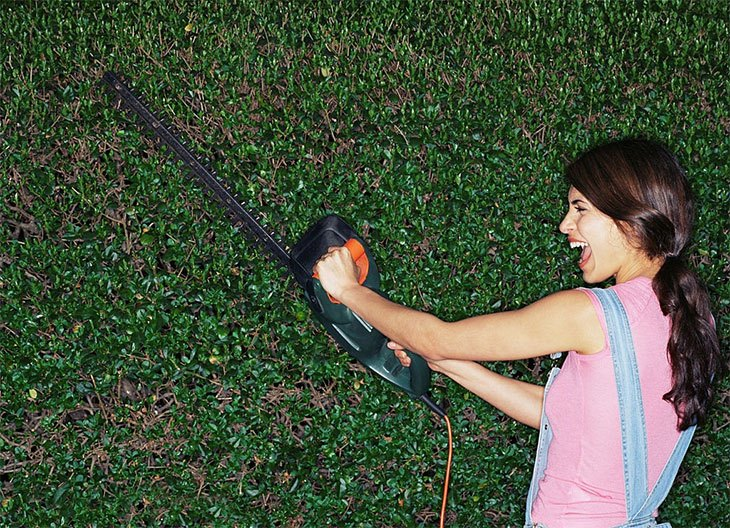 best lightweight electric hedge trimmer